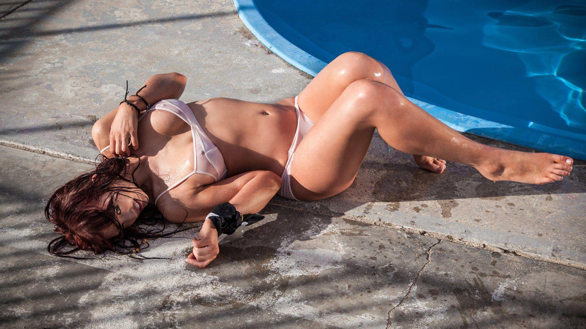 фото модель демонстрирует свое тело у басеена меня еще было