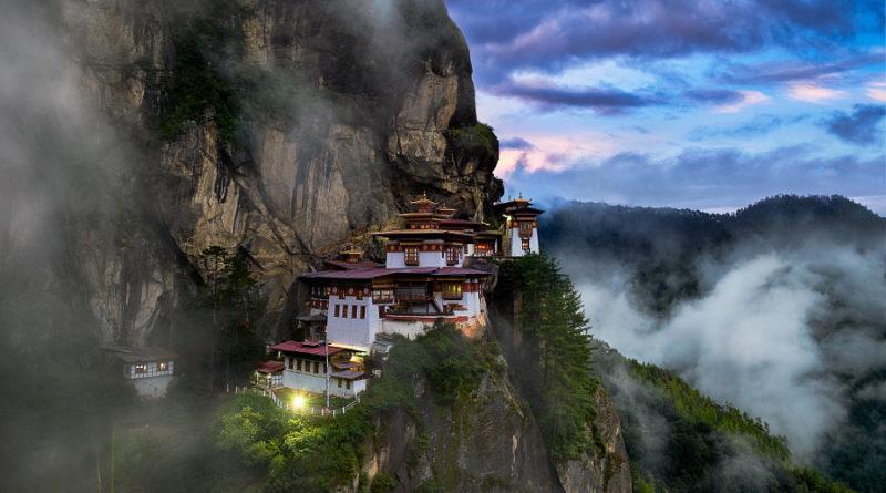 Монастырь «Гнездо Тигрицы» (Такцанг-лакханг) в Бутане