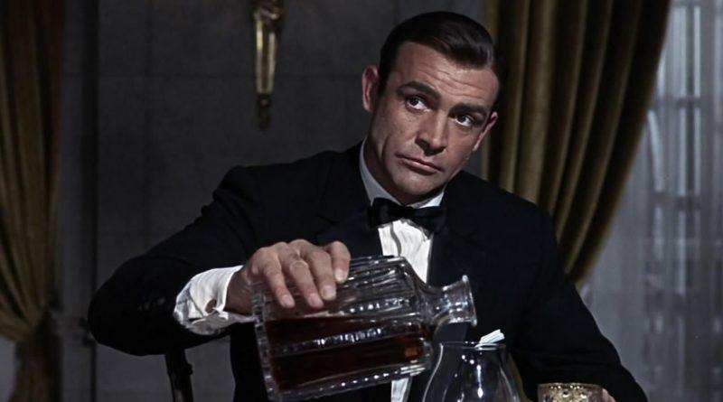 Джеймс Бонд — хронический алкоголик